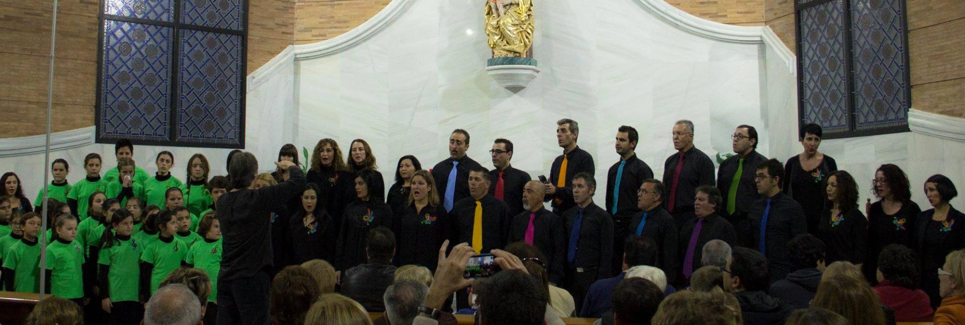 Foto-escolanía-y-coro-juntos---mod